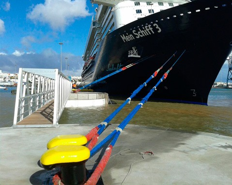 The harbor at puerto del Rosario, extended by ACCIONA using an innovative technique based on composite materials, welcomes its first cruise ship